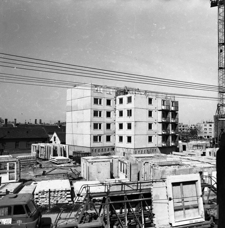 11 Emeletes épület építése